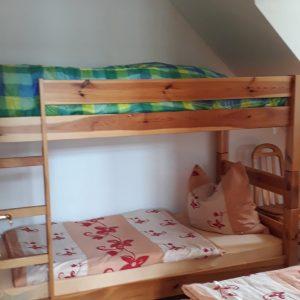 Schlafzimmer 2 mit Etagenbett und Einzelbett